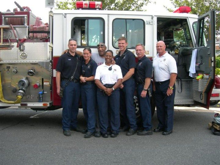 Bill Cosby with Engine 413, EMS and Battalion 402.